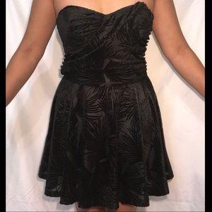 Strapless Black Velvet Mini Dress | Forever 21
